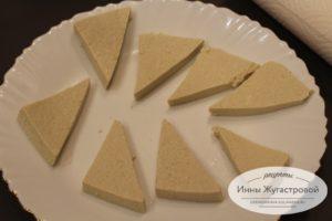 Нарезать и обсушить тофу
