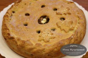 Пирог с мясным фаршем, луком и рисом