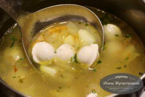 Суп с замороженными пельменями