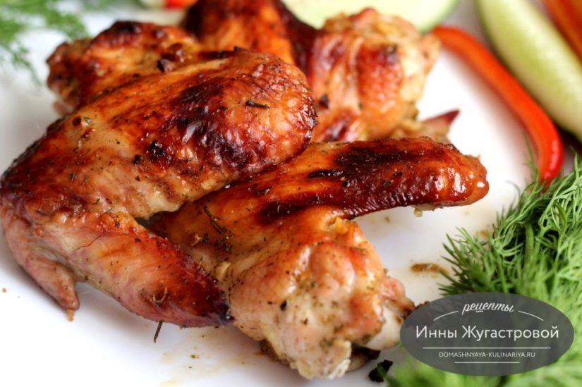 Куриные крылышки с кунжутным маслом в медово-соевом маринаде в духовке