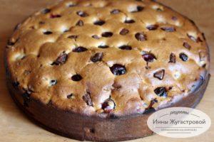 Вишневый пирог с шоколадной крошкой