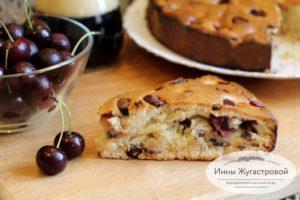 Пирог с вишней и шоколадной крошкой