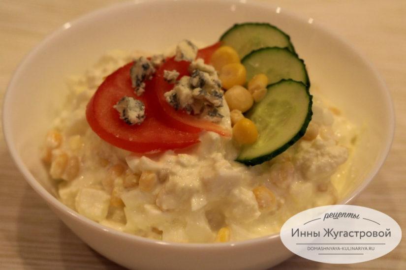 Салат из адыгейского сыра, кукурузы и яиц
