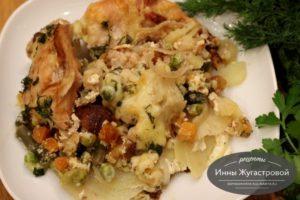 Курица с картошкой и замороженными овощами под сметанным соусом