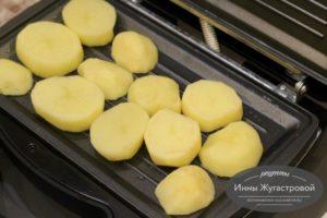 Выложить картофель в Мультипекарь