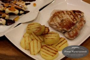 Мясо с картошкой гриль в электрической вафельнице Мультипекарь