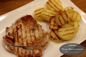 Мясо и картофель на гриле в электрическом мультипекаре Редмонд