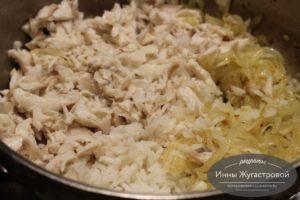 Добавить рыбу и рис