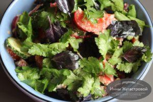 Кавказский салат с ореховой заправкой