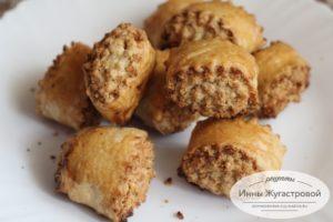 Гата с добавлением в хориз миндаля и грецких орехов