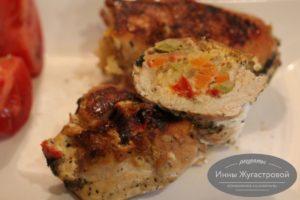 Фаршированное овощами и сыром куриное филе