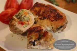 Куриное филе, фаршированное замороженными овощами