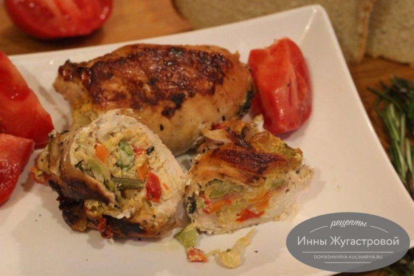 Куриное филе, фаршированное замороженными овощами с сыром в духовке