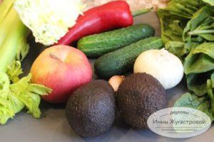 Овощи и фрукты для салата