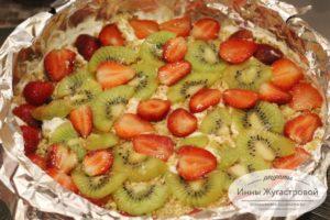 Выложить фрукты