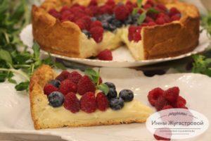 Тарт с заварным кремом, ягодами