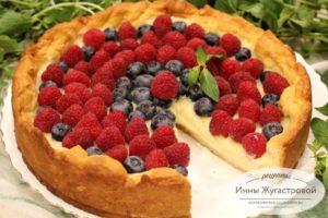 Тарт (открытый пирог) с ягодами и заварным кремом