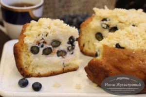 Пирог с кремом и голубикой