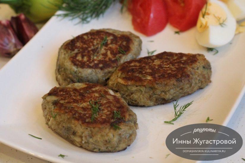 Баклажанные котлеты (оладьи) с сыром и зеленью на сковороде