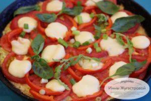 пицца на кабачковом тесте с овощами и сыром