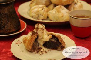 Слоеные пирожные с инжиром и халвой