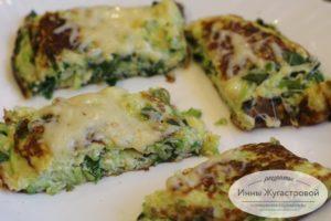 Омлет с кабачком, зеленью и сыром