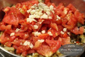 Добавить помидоры, перец