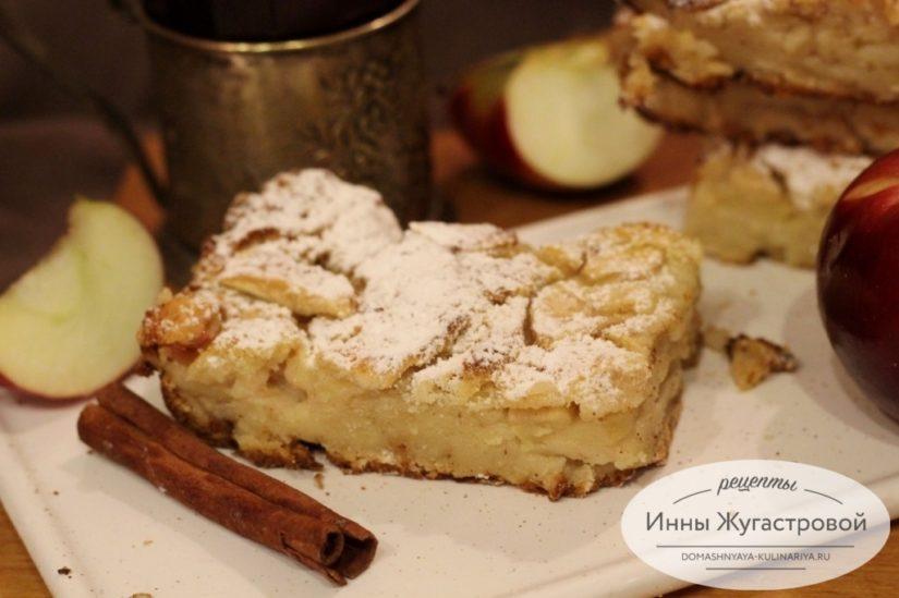 Ленивая шарлотка из зачерствевшего белого хлеба с яблоками и грушами