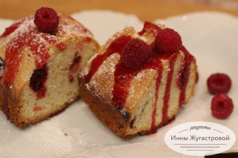 Кекс со свежей малиной и малиновой помадкой по простому рецепту