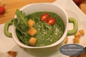 Протертый суп из брокколи со шпинатом