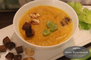 Суп-пюре из тыквы и сельдерея