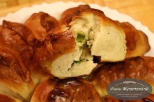 Пирожки с яйцами и зеленым луком