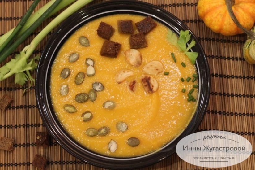 Веганский нежный суп-пюре из тыквы с кабачками и картофелем