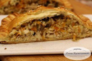 Куриная слоеная кулебяка с рисом и грибами