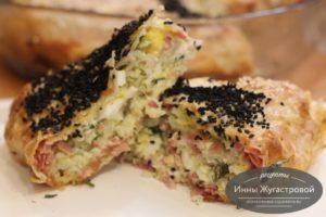 Пирог из лаваша с колбасой, сыром, яйцами