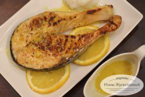 Красная рыба в апельсиновом соусе на сковороде