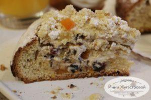 Пирог с творогом, сухофруктами, орехами и цукатами