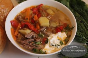 Суп из индюшиных шеек с чечевицей и овощами