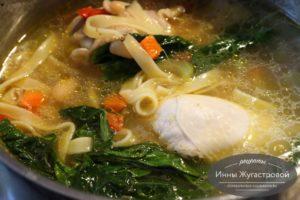 Суп из курицы с пастой, фасолью, овощами, шпинатом