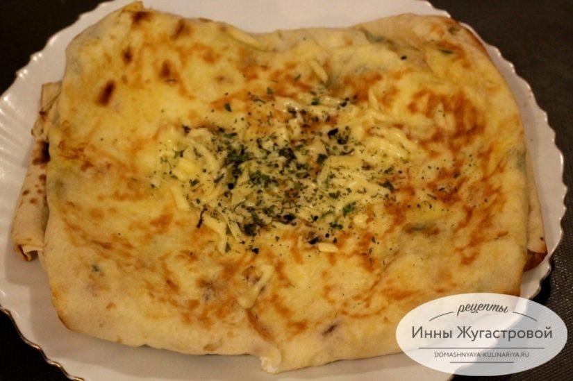 Пирог (хачапури) с творогом и сыром из лаваша на сковороде самый простой и быстрый рецепт