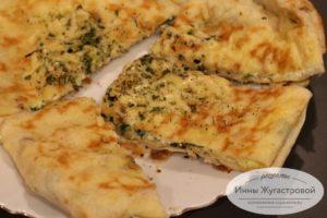 Жареный пирог с творогом и сыром из лаваша