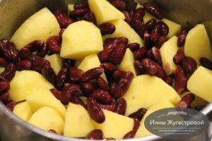 Добавить картошку и фасоль