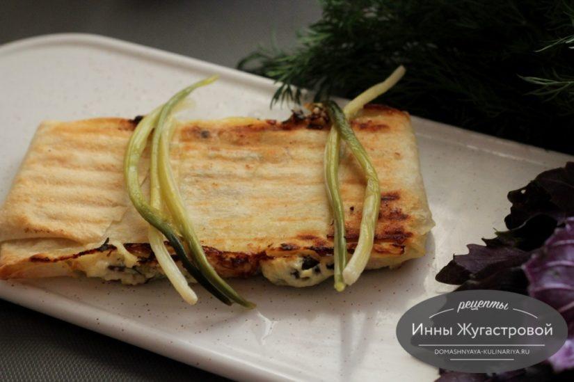 Конверты из лаваша с творожно-сырной начинкой на гриле в мультипекаре Редмонд