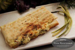 Конверты из лаваша с начинкой из творога, сыра и зелени на гриле