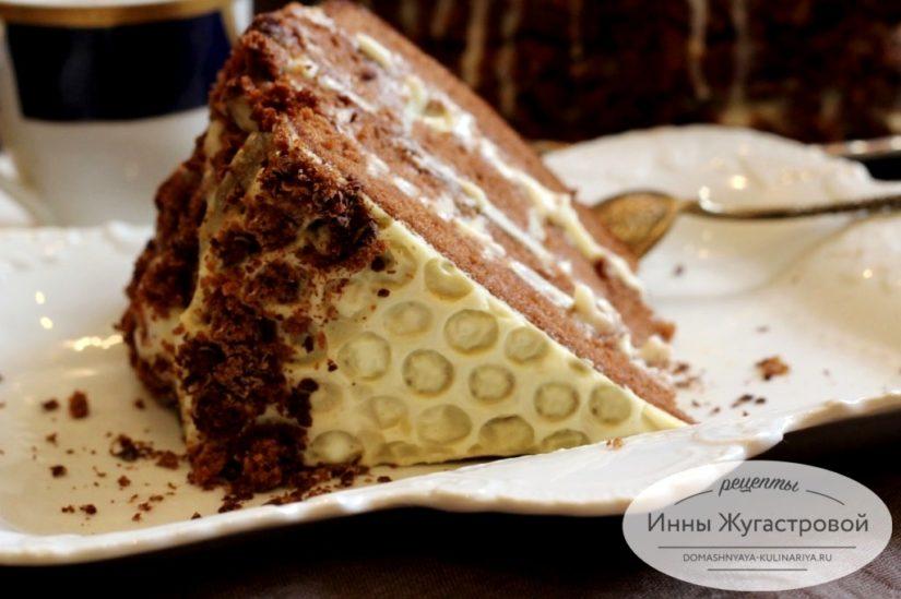 Торт Пчелка. Шоколадный медовик со сметанно-заварным кремом