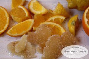 Нарезать цитрусовые и имбирь