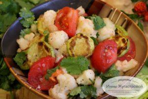 Яркий пряный вкусный салат из цветной капусты