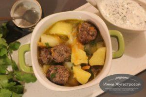 Соус с фрикадельками и картофелем