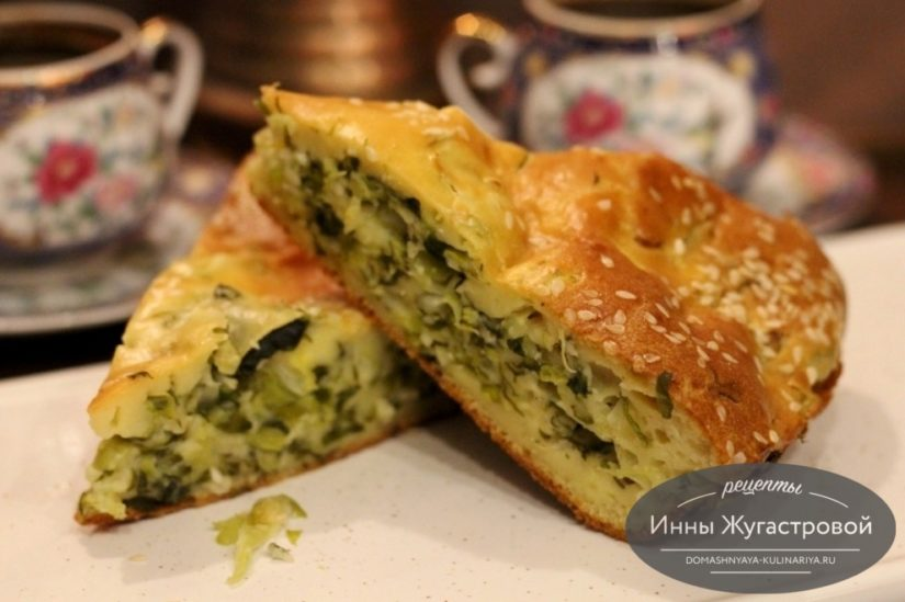 Весенний наливной пирог с молодой капустой, черемшой и зеленью, очень вкусный и простой