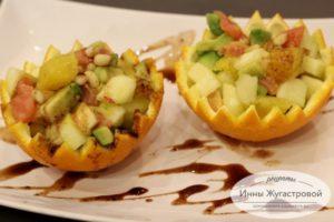 Салат из семги, апельсина, яблока и авокадо